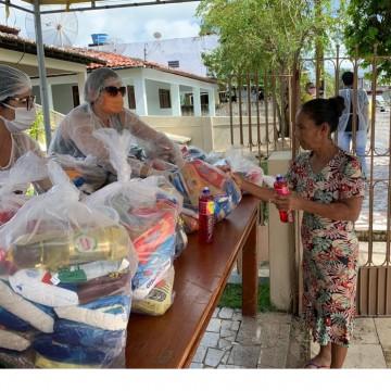 Moradores de Tamandaré recebem alimentos em ação social