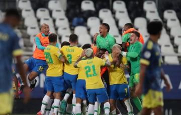 Copa América: Brasil vence Colômbia no fim em duelo com gol polêmico