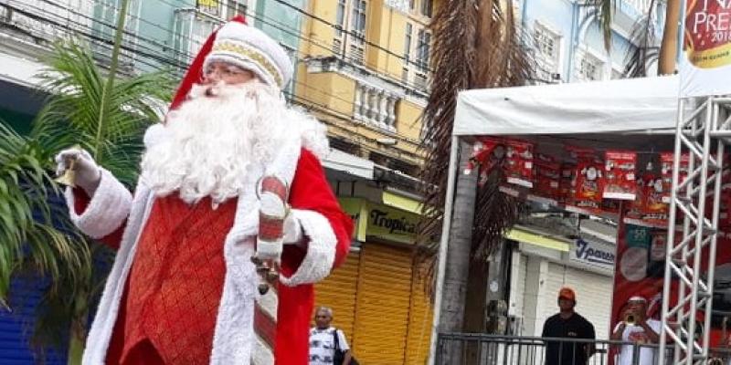 Lojas  e feiras funcionam em horário diferenciado. Bancos fecham as portas no feriado.