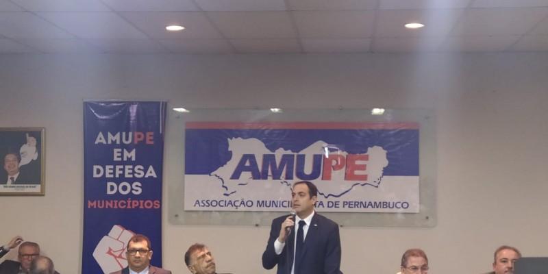 O destaque é a presença do governador Paulo Câmara no encontro