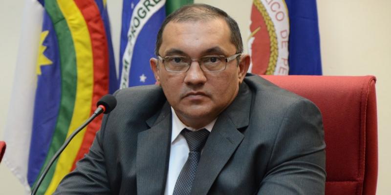 Em entrevista ao CBN Total desta quarta-feira (03), Procurador Geral de Justiça, Francisco Dirceu Barros, declarou que 'no momento atual, Petrolina está Ilegal'