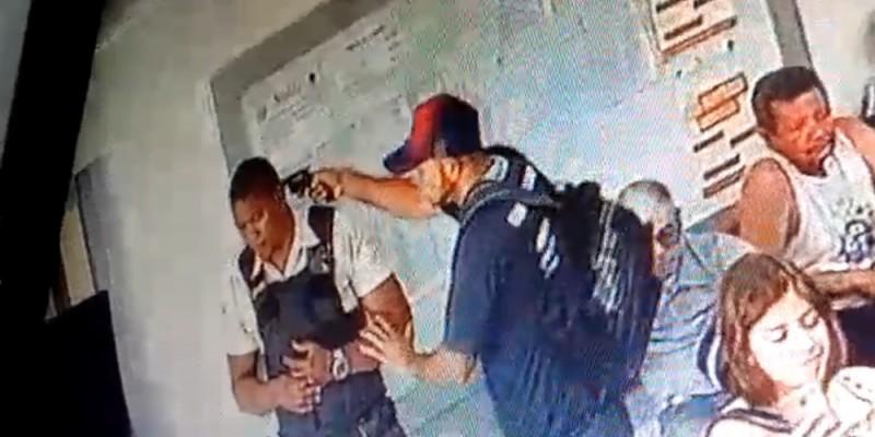 De acordo com a Polícia Militar, o crime aconteceu dentro do estabelecimento e foi flagrado por câmeras de segurança do local