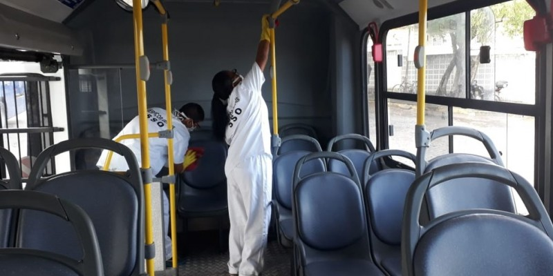 Medidas envolvem a higienização e desinfecção dos ônibus, além da contratação de mais profissionais na área de saúde
