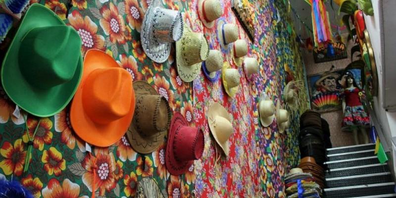 Na maioria dos estados nordestinos os festejos já começaram e contam com a participação de artistas consagrados dos cenários local e nacional