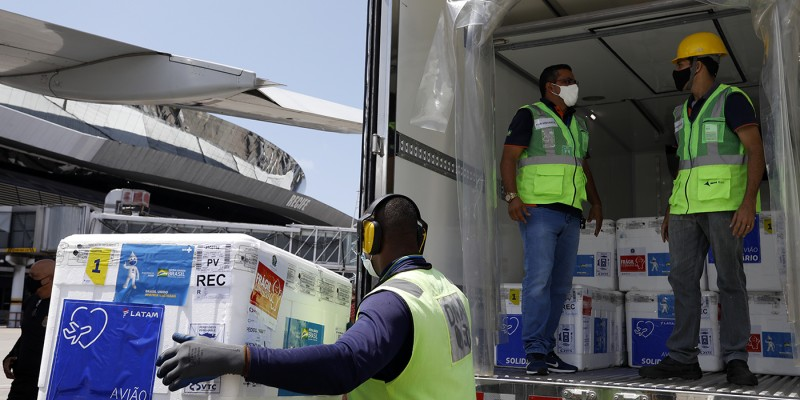 São mais de 270 mil imunizantes distribuídos para as 184 cidades, além do distrito de Fernando de Noronha
