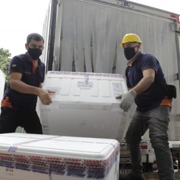 Mais 42,4 mil vacinas da CoronaVac chegam a Pernambuco