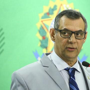 Bolsonaro indeciso: tira ou não FBC?