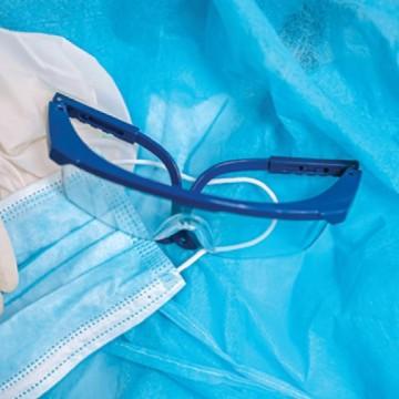 Covid-19: Pesquisa mostra que 50% dos médicos acusam falta de EPI
