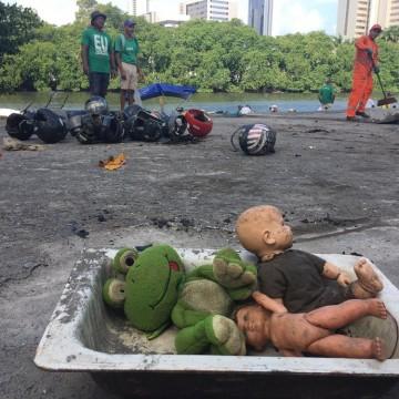 Voluntários encontram corpo boiando enquanto lipam o Rio Capibaribe