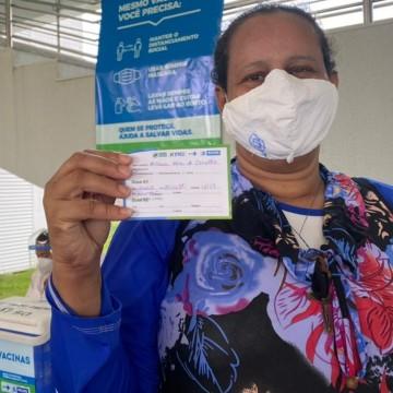 Profissionais de saúde do Recife vacinados contra a Covid-19 devem voltar aos trabalhos