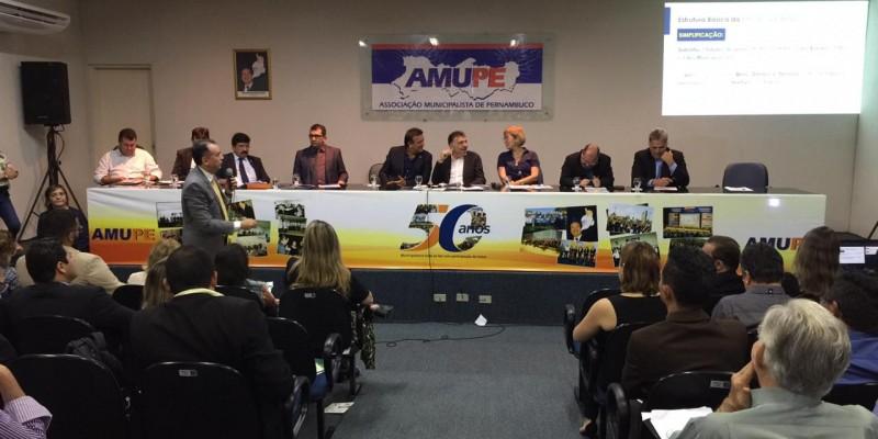 Foram discutidos três assuntos que impactam diretamente os municípios