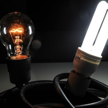 Consumidores podem fazer de forma correta o descarte de lâmpadas usadas