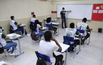 Alunos do 4° ao 7° do ensino fundamental retomam atividades presenciais nas escolas do Recife
