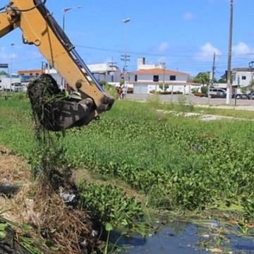 Operação Inverno de Olinda atua na limpeza de canais e canaletas