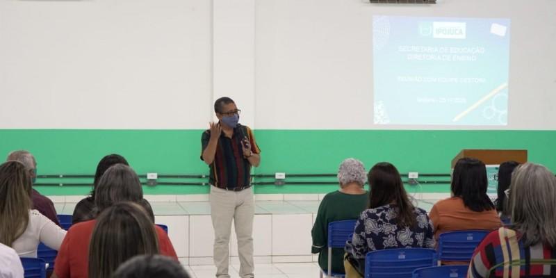Para facilitar o processo dos educadores da Rede Municipal de Educação que estão promovendo as aulas virtuais durante esse período de pandemia