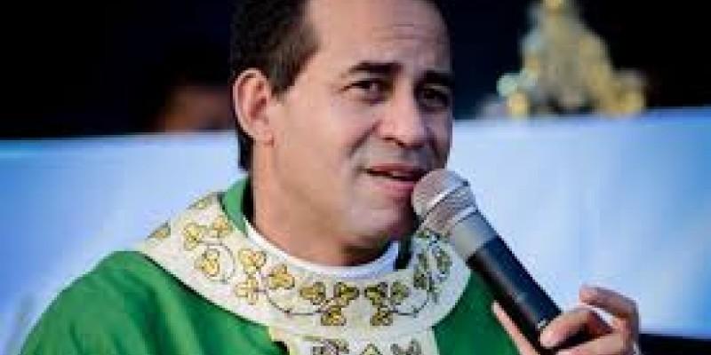 O prefeito da cidade Sérgio Corte Real, conhecido no meio político com Sérgio Hacker, pede desculpas ao Padre Arlindo e esclarece que o nome do mesmo já está sendo retirado do processo em questão