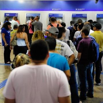 Agências bancárias fecham e reabrem na quarta-feira (26)