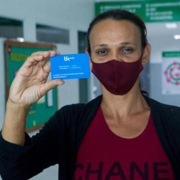 Prefeitura de Caruaru entrega nova remessa dos cartões alimentação