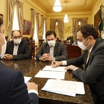 Paulo Câmara assina PEC que concede ao Estado competência para explorar infraestrutura e serviços de transporte ferroviário