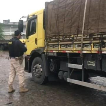 Caminhão que transportava mais que o dobro do peso permitido é retido em São Caetano