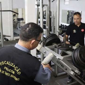 Procon Cabo e CREF interditam academias no município