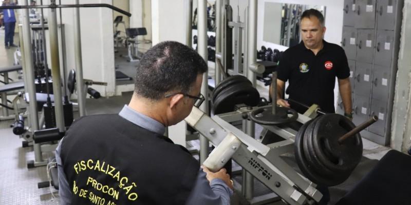 Durante a fiscalização foram interditadas cinco academias que funcionam nos bairros da Cohab, Gaibu e Vila Social