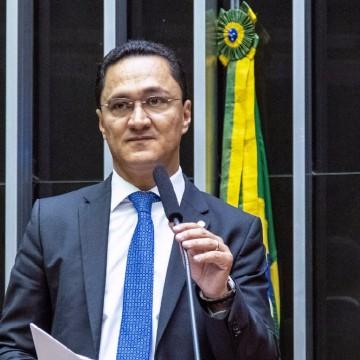 André Ferreira cobra do Governo plano para retomada das igrejas