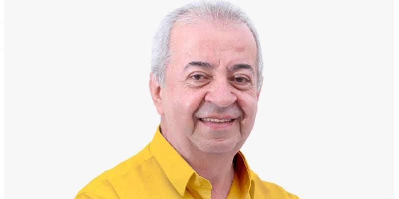 O Padre da cidade disputa o cargo pelo Partido Socialista Brasileiro