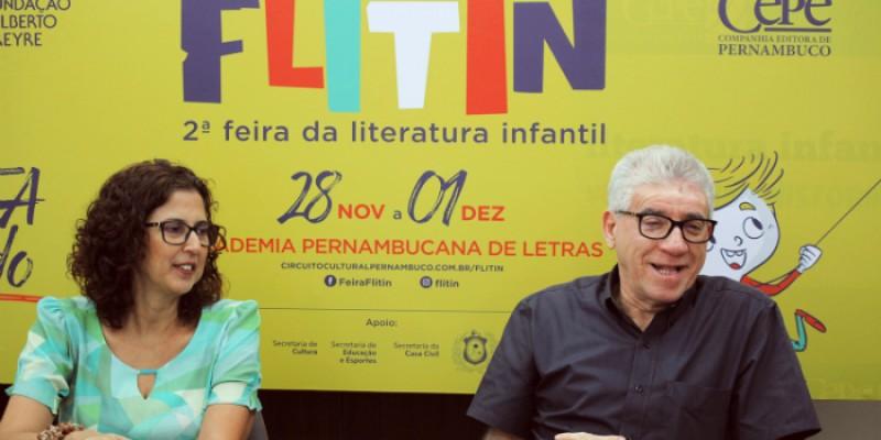 O evento ocorre na Academia Pernambucana de Letras, no bairro das Graças
