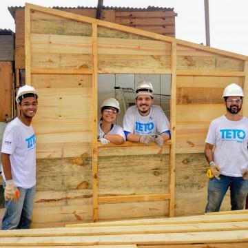 A ONG TETO desafia jovens a captar recursos para construção de projetos comunitário em favelas precárias do Brasil