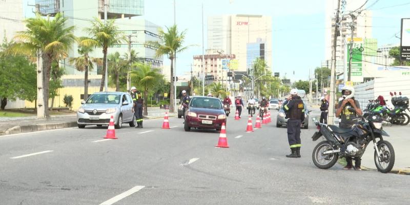 Durante umareunião, realizada por vídeoconferência, ficou estabelecidoo aumento no número de bloqueios de veículos, que vão passarde 43 para 50 nos últimos dias de decreto