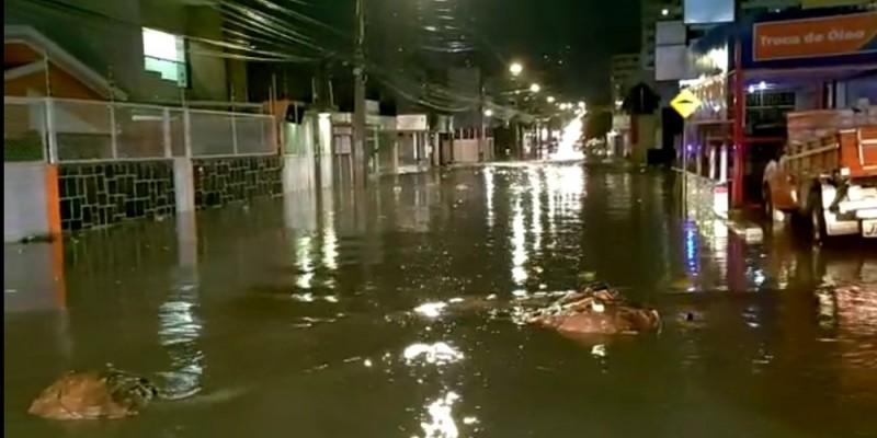 Durante seis horas de precipitações, a cidade acumulou quase 80 mm de chuva