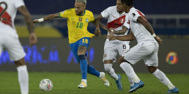 Tite deve repetir time que iniciou jogo interrompido contra Argentina