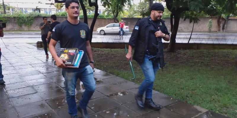 Durante o cumprimento dos mandados, foram apreendidos notebooks, celulares, cartões de créditos e outros bens do grupo