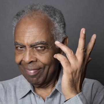 Gilberto Gil completa 78 anos com 'live familiar '