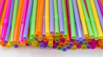 Lei que proíbe distribuição gratuita e comercialização de canudos de plástico é aprovada em Pernambuco