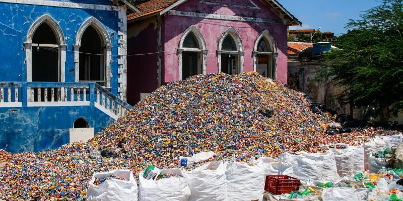 Segundo a prefeitura do Recife, neste ano, foram 531 catadores envolvidos com a coleta de material reciclável durante a folia, com diária de R$ 100, mais produtividade