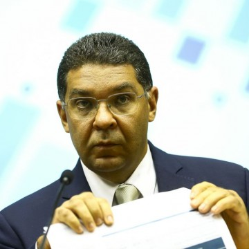 Déficit nas contas públicas pode superar R$ 350 bi este ano