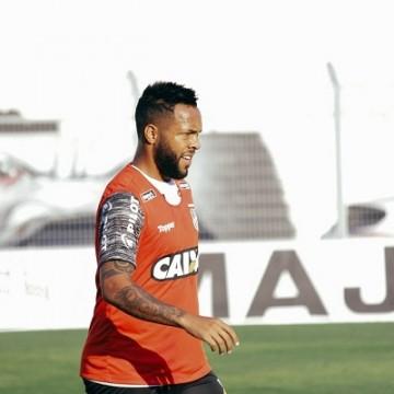 Após Didira, Santa Cruz anuncia mais três jogadores