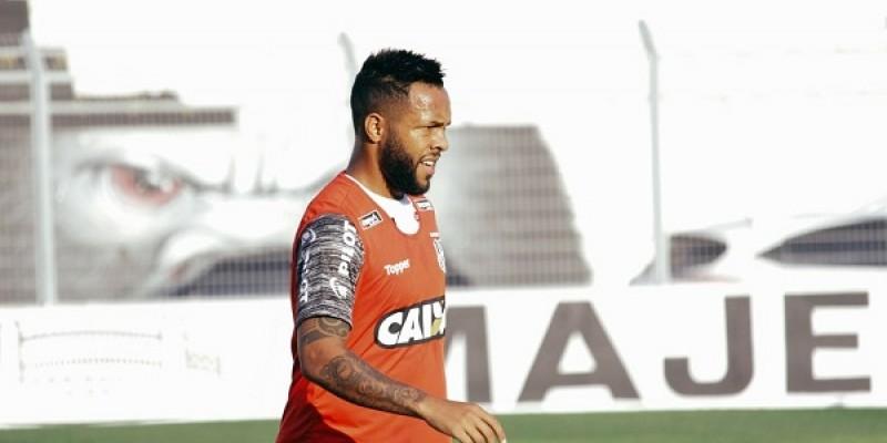 Os laterais direitos Toty e Júnior, além do volante Paulinho são as caras novas no time tricolor