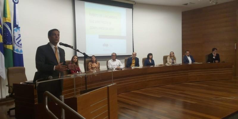 Ao lado da presidente, Marcela Neves de Andrade (Marta Lima Comunicação), está Anamaria Maçães Molinaro (BG9) como diretora de relações interassociativas e Juliana Barbosa Queiroz (Ampla) na diretora administrativa financeira