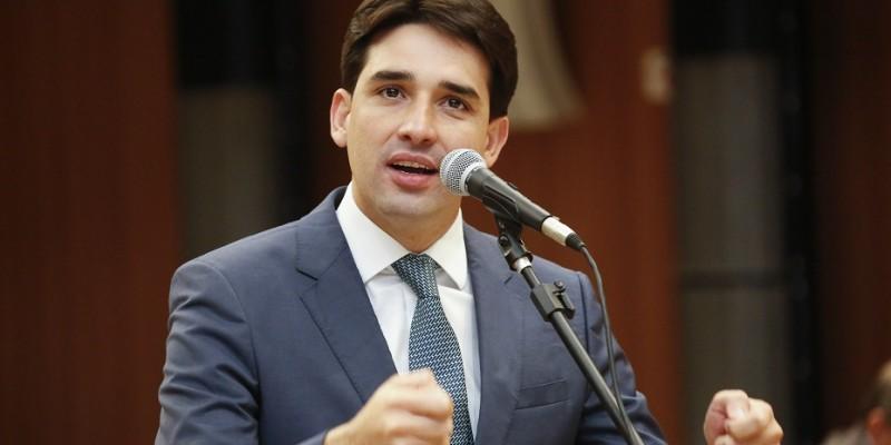 Deputado federal comenta sobre aumento de preço de combustíveis e situação política