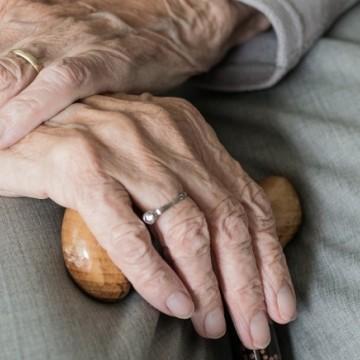 Denúncias de violações à população idosa caem 38% em 2020