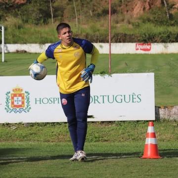 Sem oportunidades, goleiro Matheus Aurélio deixa o Náutico