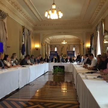 Governo de PE reúne prefeitos do Grande Recife para discutir ações em combate ao Covid-19