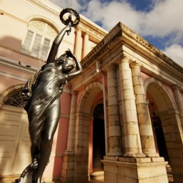 Teatro de Santa Isabel reabre suas portas para visitas espontâneas da população