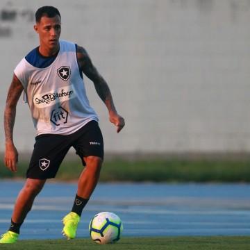 Santa Cruz enfrenta Sampaio Corrêa com possível estreia no time titular