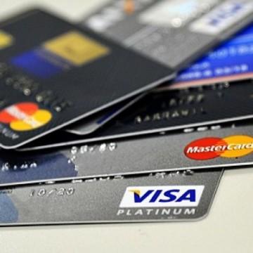 Cartão de crédito passa a usar cotação do dólar do dia da compra