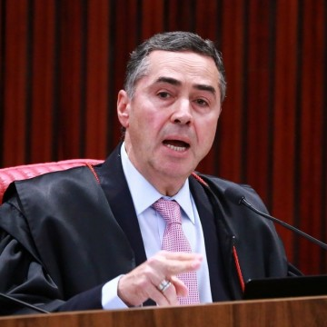 Decisão do Ministro Barroso não foi ilegal, declara jurista sobre o caso de FBC