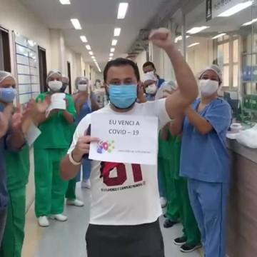 Pacientes curados da covid-19 no Recife retornam para Manaus